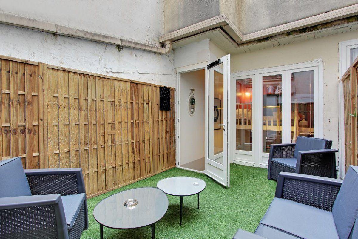 achat appartement terrasse paris 18. Black Bedroom Furniture Sets. Home Design Ideas